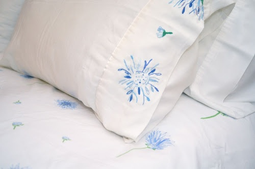 """Embroidered """"Eveil"""" pillow case"""